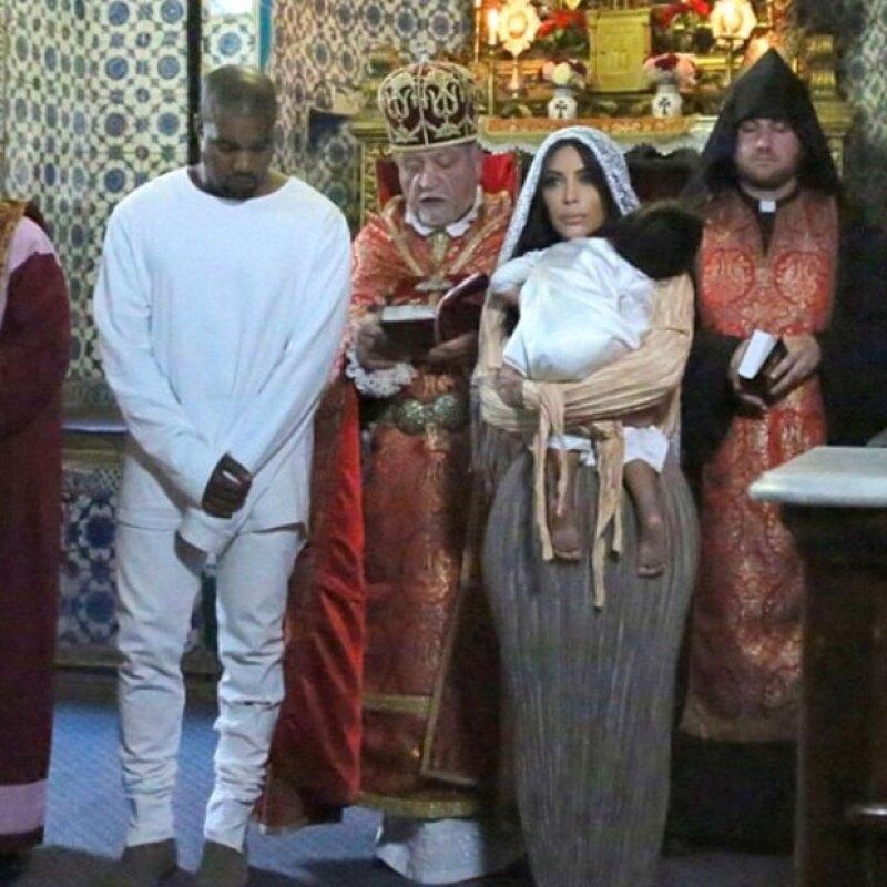 North estuvo acompañada por Kim, Kanye y su madrina Khloé.