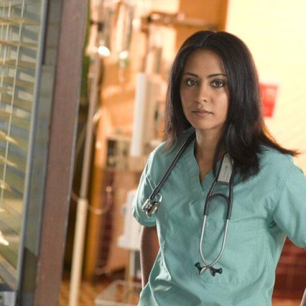 Parminder Nagra hizo sus primeras apariciones en ER como Neela Rasgotra, una interna del County General Hospital el 25 de Septiembre del 2003. Esta era la primera actriz india en la TV norteamericana que interpretaba a una doctora.