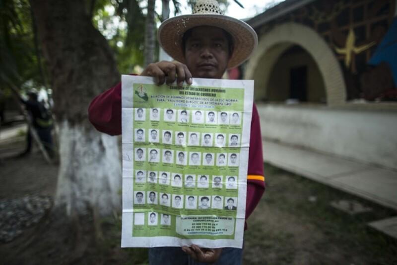 Son cada vez más quienes apoyan a la causa para pedir justicia por los 43 normalistas desaparecidos en el municipio de Guerrero. Las familias han pedido una audiencia con Enrique Peña Nieto.