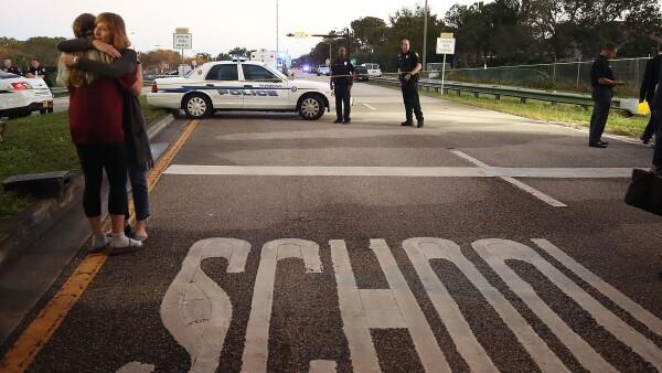 Sobrevivientes de la masacre en una escuela de Florida relatan el horror