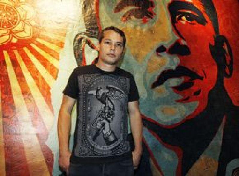 Shepard Fairey, quien se hizo famoso por los retratos del ahora presidente de Estados Unidos, fue arrestado por pintar graffiti en propiedad privada en Los Ángeles.