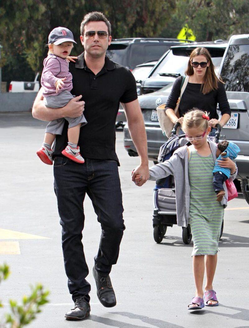 La pareja de actores, que anunció en junio pasado su divorcio, fue captada este jueves luego de tomar dos horas de terapia matrimonial en Los Ángeles.