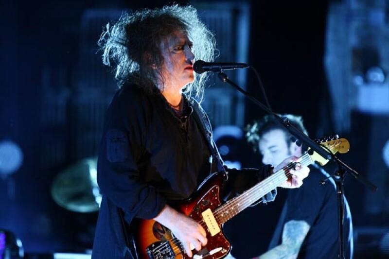 La banda mantuvo la atención del público con sus temas más conocidos regresando en más de cuatro ocasiones al escenario.