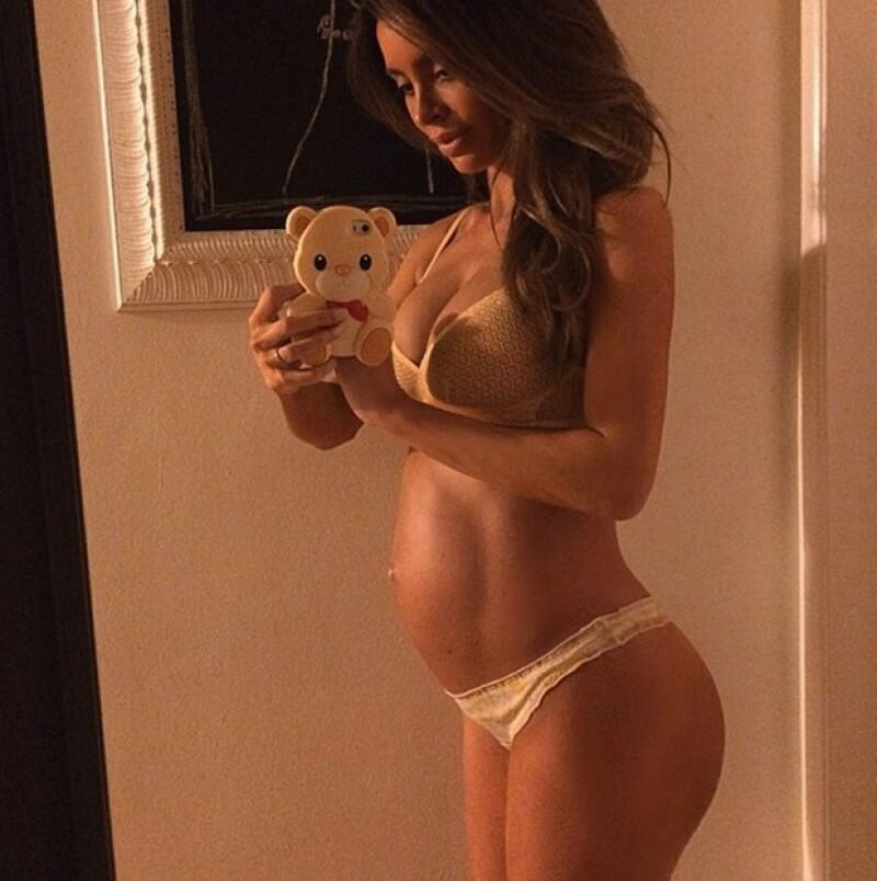 La modelo de Los Ángeles presume en su cuenta de Instagram que no es imposible estar embarazada y lucir tremendo cuerpazo.