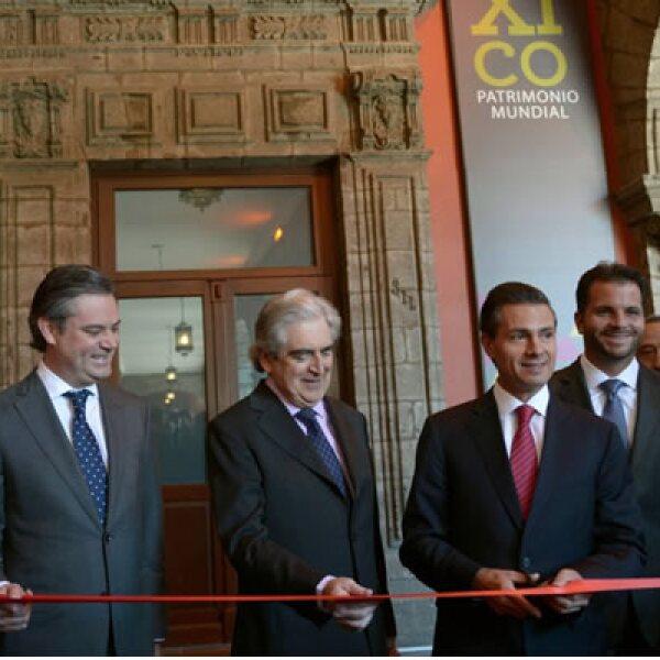 El presidente Enrique Peña Nieto realizó el protocolario corte de listón en compañía de funcionarios del sector cultural.