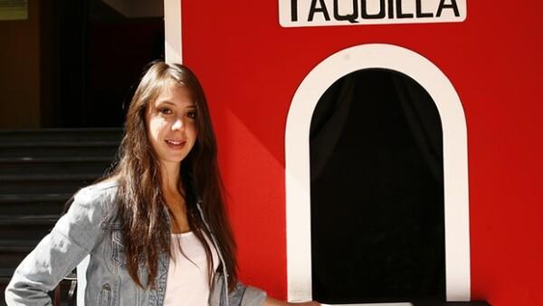 Su sueño es ambicioso, quiere convertirse en la mujer que logre hacer reír a México con sus historias personales en un `Stand Up Comedy´.