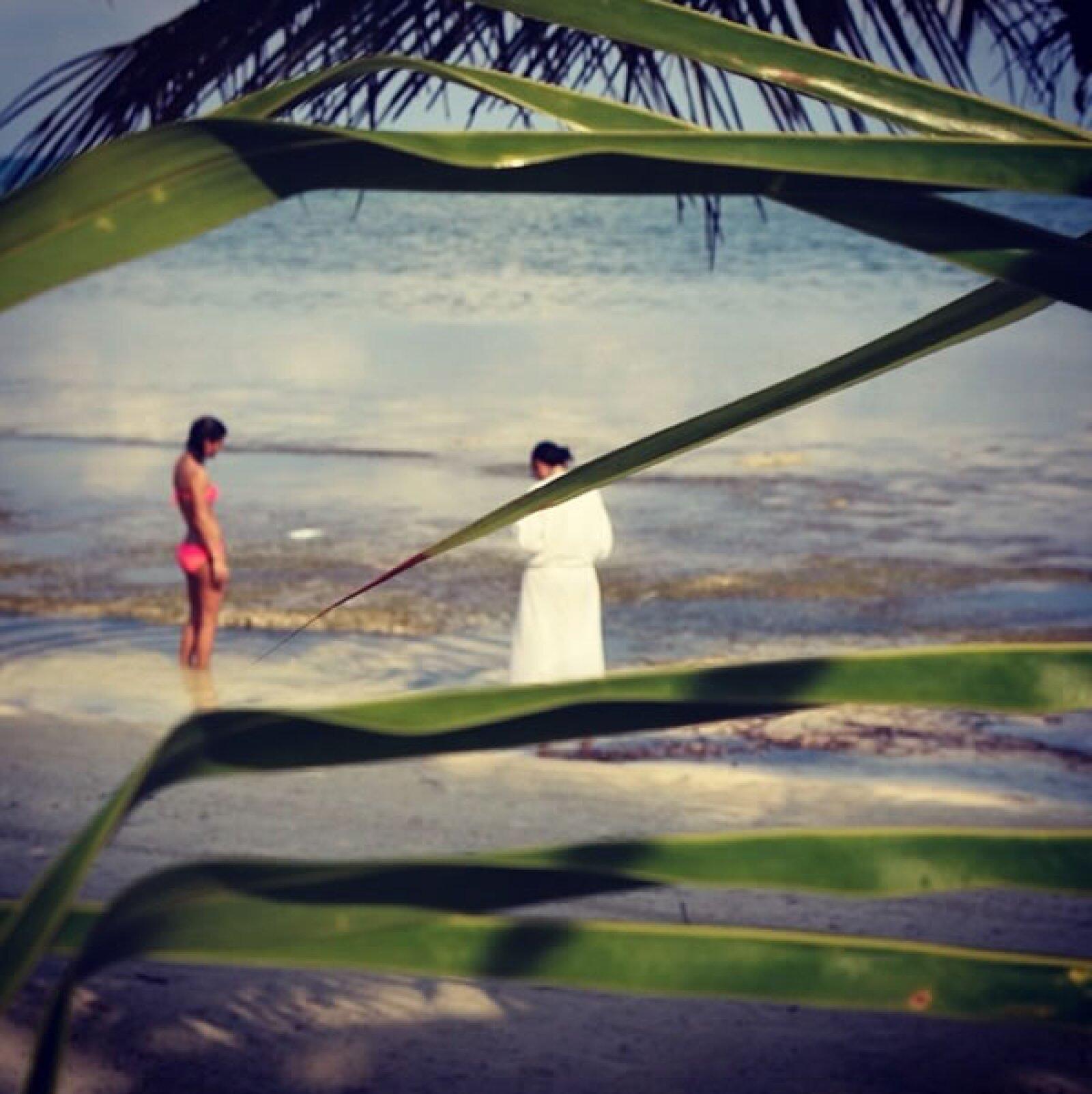 Bárbara y Yolanda en la playa.