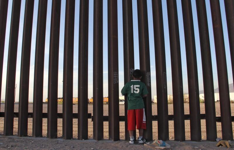 Niño en la frontera