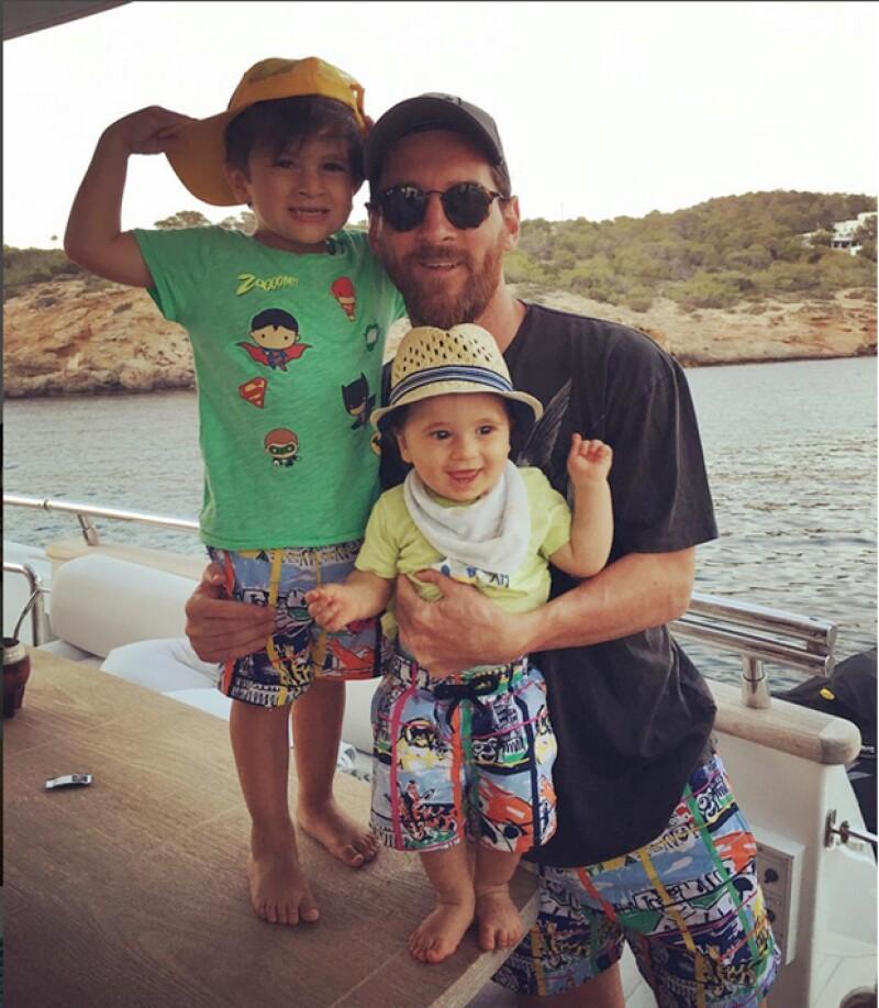 El futbolista argentino disfruta con su familia de unas agradables vacaciones en las islas Bahamas que le ayudan a olvidarse por un momento de sus problemas con la justicia.