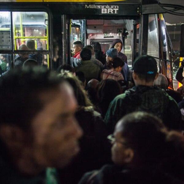 Más de 4 millones de personas sacaron su auto o abarrotaron los camiones para poder llegar a su destino, lo que provocó el peor embotellamiento en la historia de la ciudad.
