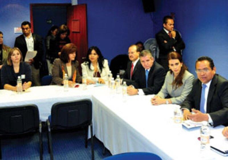 El Gobernador de Guanajuato, Juan Manuel Oliva, presentó su proyecto de inversión 2011 ante comisiones de la Cámara de Diputados.  (Foto: Cortesía Gobierno de Guanajuato)