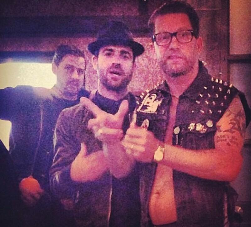 El guionista Gavin Minnes subió a su cuenta de Instagram una foto donde aparece con Justin Theroux disfrutando una noche de hombres.