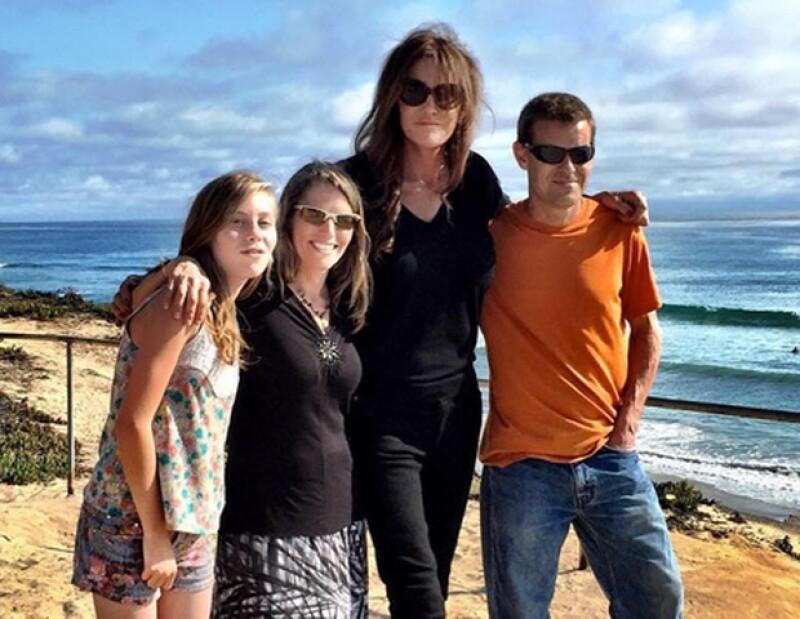 Caityn Jenner junto a la familia de Kyler un niño transgenero