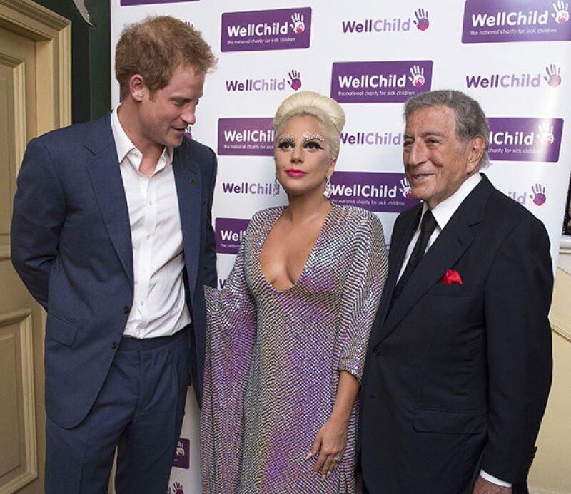 Harry no resistió las ganas de ver los atributos de Lady Gaga.