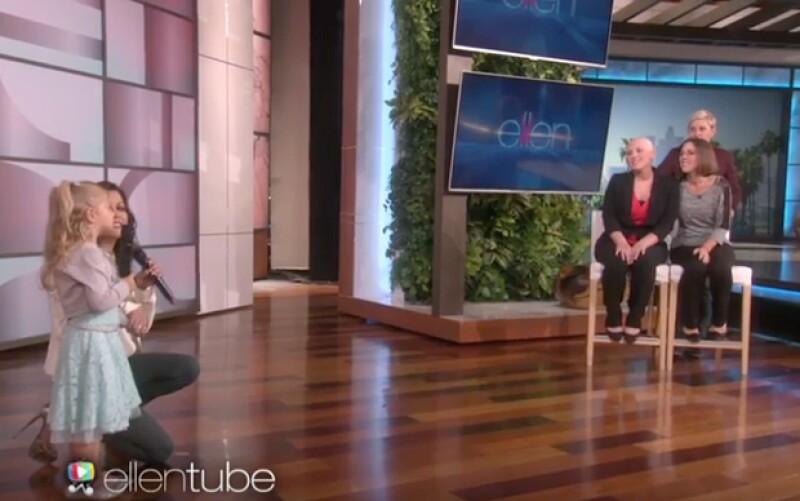 Tal vez viste el conmovedor video de una niña cantándole a su mamá que padece cáncer, lo que no has visto es la increíble sorpresa que Ellen DeGeneres les dio cuando las invitó a su programa.