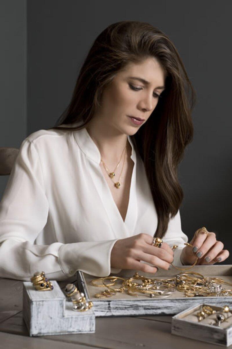 Cada pieza de Needa Medlich Jewelry está cuidada al máximo detalle.