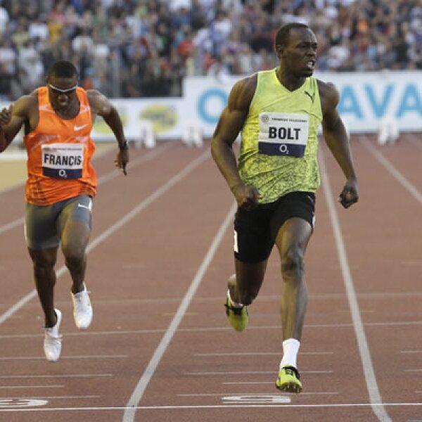 Usain Bolt se lleva el premio 'Sportsman of the Year' el viernes  después de romper récord en los 100 metros planos al inicio de la semana y en los 200 metros el jueves.