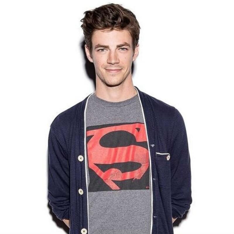 Grant en su última visita a la Comic Con, portando la playera de Superman.