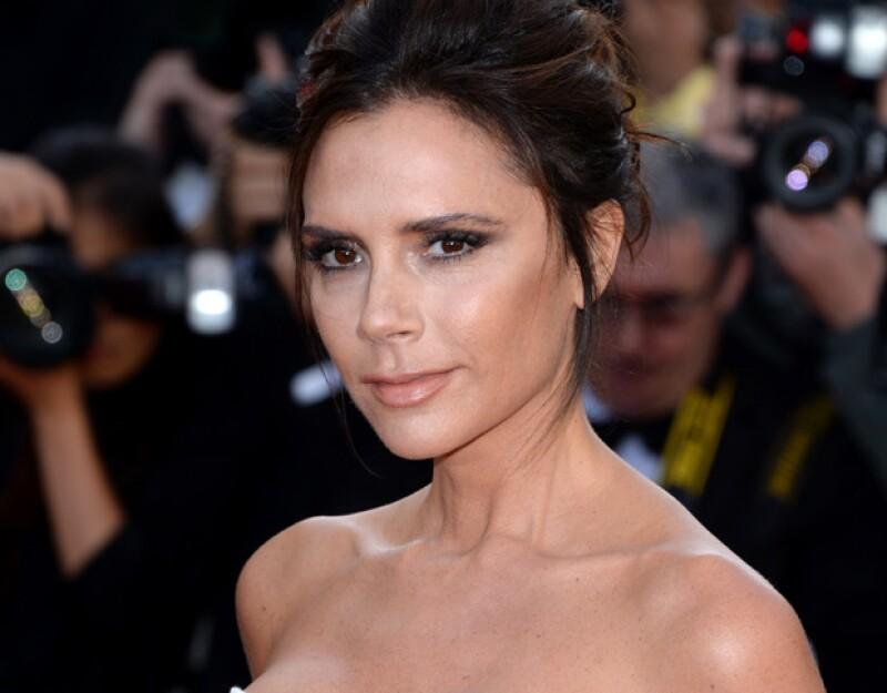 Para el evento de Cannes, Victoria usó su línea colaborativa de maquillaje con Estée Lauder.