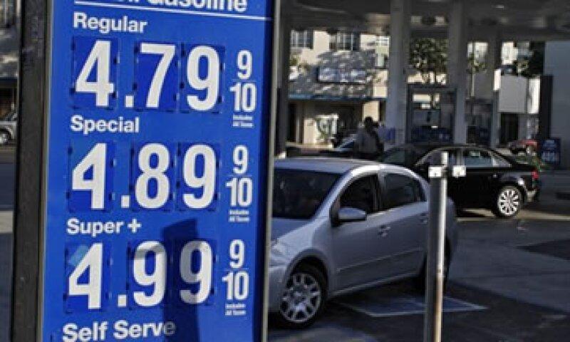El precio de la gasolina subió 7% tras aumentar 9% en agosto.(Foto: Reuters)