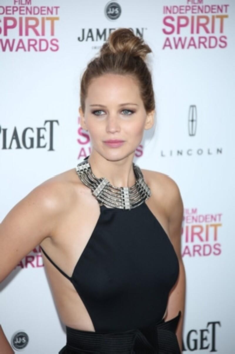 El ex de Taylor Swift (amiga de Jennifer) busca a toda costa conocer a la recién ganadora del Oscar.