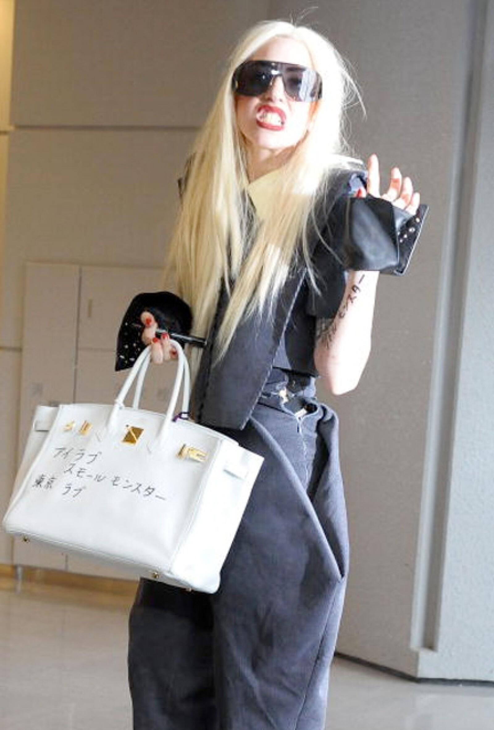Lady Gaga presume su Birkin.
