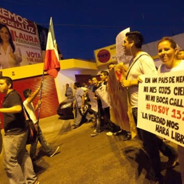 #Yosoy132 protesta ante sede del ife en Cancún 4