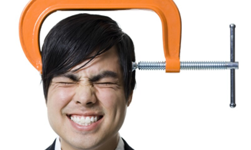 El estrés puede ser físico (dolores musculares o de cabeza) o emocional (caída de cabello, irritabilidad o ansiedad por comer o beber). (Foto: Getty Images)