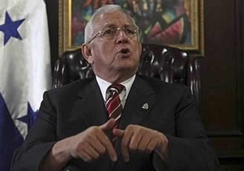 Roberto Micheletti, presidente interino de Honduras, asegura que la deposición de Zelaya fue realizada por el pueblo y que por lo tanto no podrá regresar al poder. (Foto: AP)