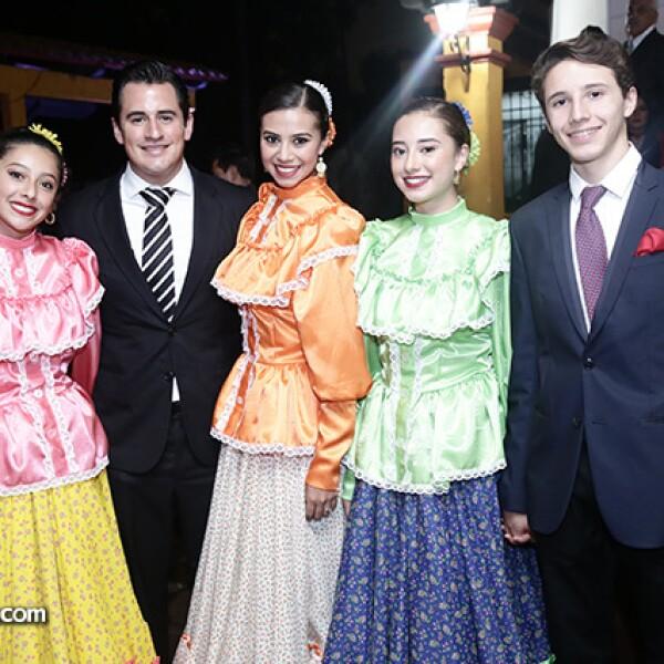 Valentina Gómez, Ricardo Abascal, Ennya Gómez, Doriett Gómez y Emiliano Castañon