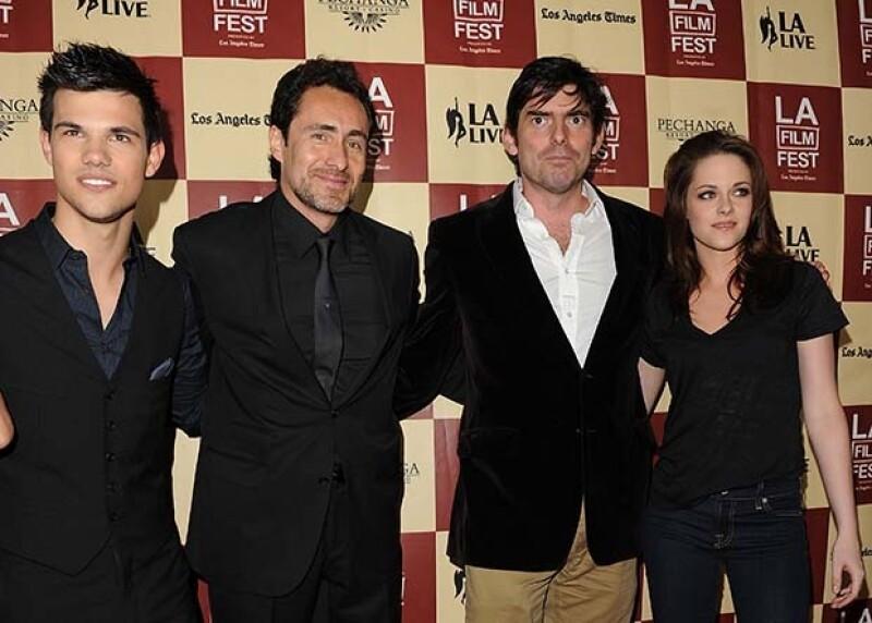 Junto a Taylor Lautner, Chris Weitz y Kristen Stewart durante la premiere de `A better life` en el Festival de Cine de Los Ángeles 2012.
