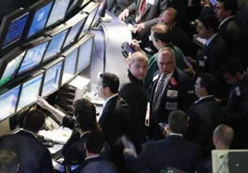 La emisión de acciones o el rendimiento de inversiones pueden dar un panorama de algunos fundamentales económicos. (Foto: Reuters)
