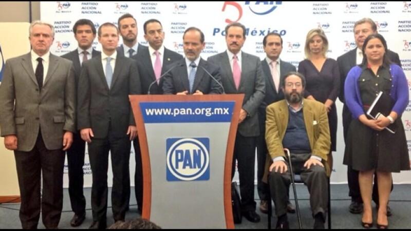 Gustavo Madero (centro), dirigente nacional del PAN, aseguró que su partido irá unido en las leyes secundarias de telecomunicaciones