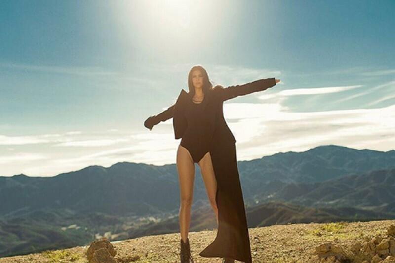 Las piernas de Kourtney Kardashian lucen larguísimas en esta foto que compartió.