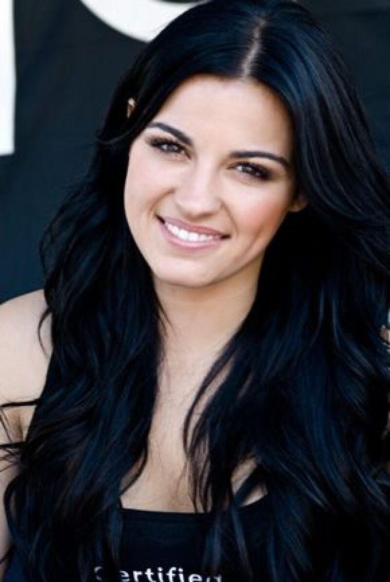 La actriz y cantante se cayó mientras grababa su telenovela pero no sufrió daños mayores.