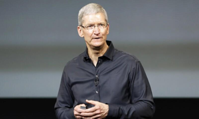Apple, que dirige Tim Cook, trata de disputarle espacio a rivales como Samsung y Huawei en mercados emergentes. (Foto: Reuters)
