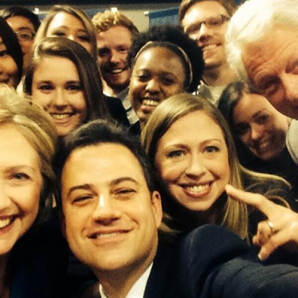 El presentador estadounidense Jimmy Kimmel hizo su propia versión junto a la familia Clinton.