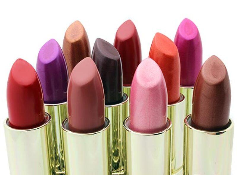 Dale luz a tu cara encontrando tu color de lipstick ideal. ¿Rojos, cerezas, rosas u opacos? Todos son buenas opciones dependiendo de tu tono de piel.