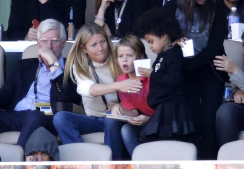 Gwyneth Paltrow cuidó de Blue Ivy mientras Beyoncé cantaba durante el show de medio tiempo.