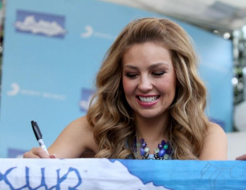 Thalía siempre tuvo una sonrisa para recibir a sus fans.