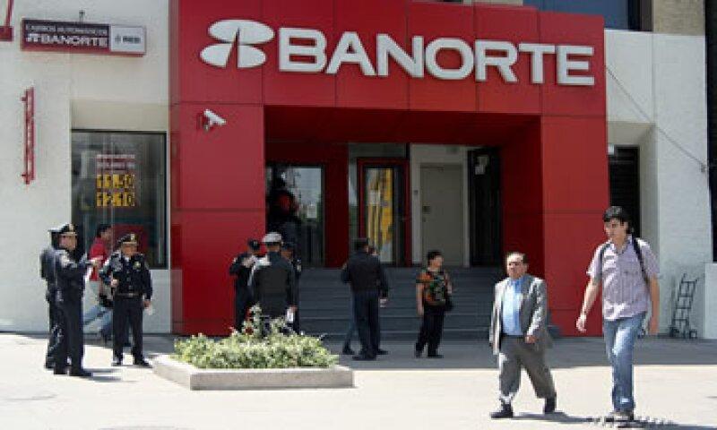 La Asociación de Bancos de México insta a los clientes a adelantar transacciones en ventanillas. (Foto: Cuarto Oscuro)