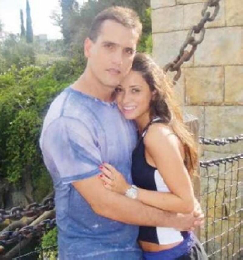 Este fin de semana, luego de casi cuatro años de relación Jorge Emilio González le pidió matrimonio a su novia María Couttolenc en el mejor escenario: la ciudad del amor.