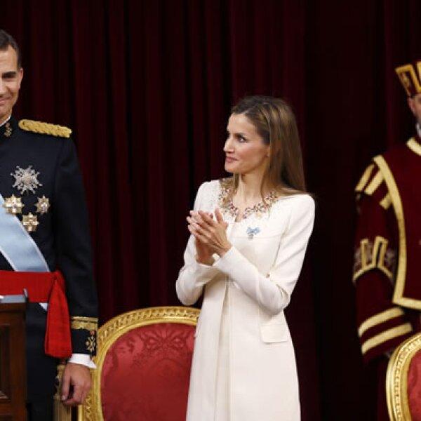 La Reina mira con orgullo a Felipe VI.