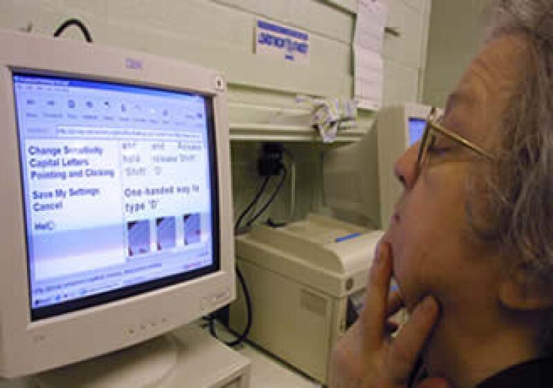 El costo promedio de la factura electrónica es de 300,000 pesos al año, considerando software, soporte y mantenimiento. (Foto: AP)