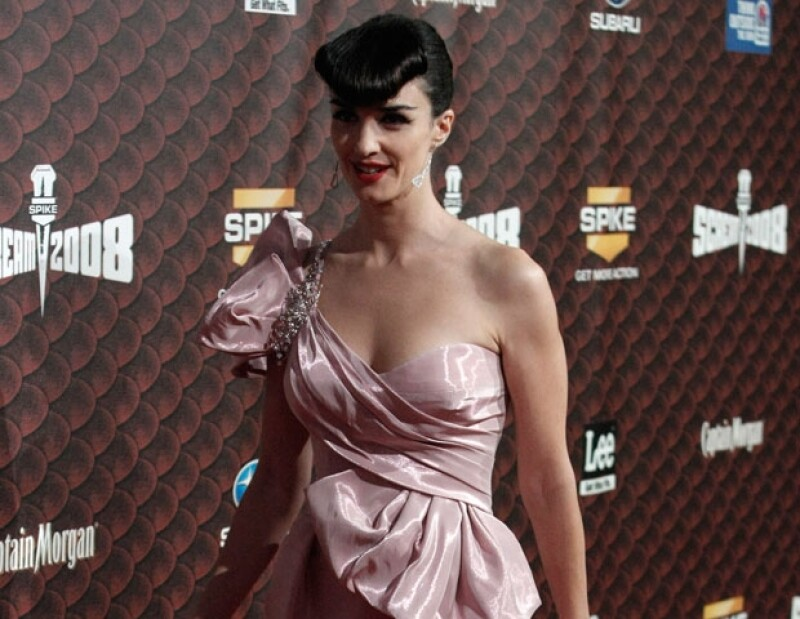 La actriz española ha causado polémica luego de publicar su calendario 2012.