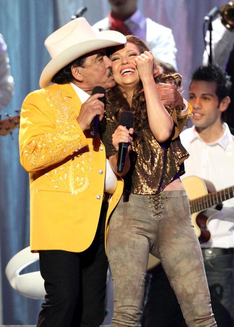 """La cantante, quien interpretó junto al """"Rey del Jaripeo"""" el tema """"La Duda"""", en el 2013, le dedica una emotiva despedida en la que destaca su capacidad para conmover a las personas con su música."""