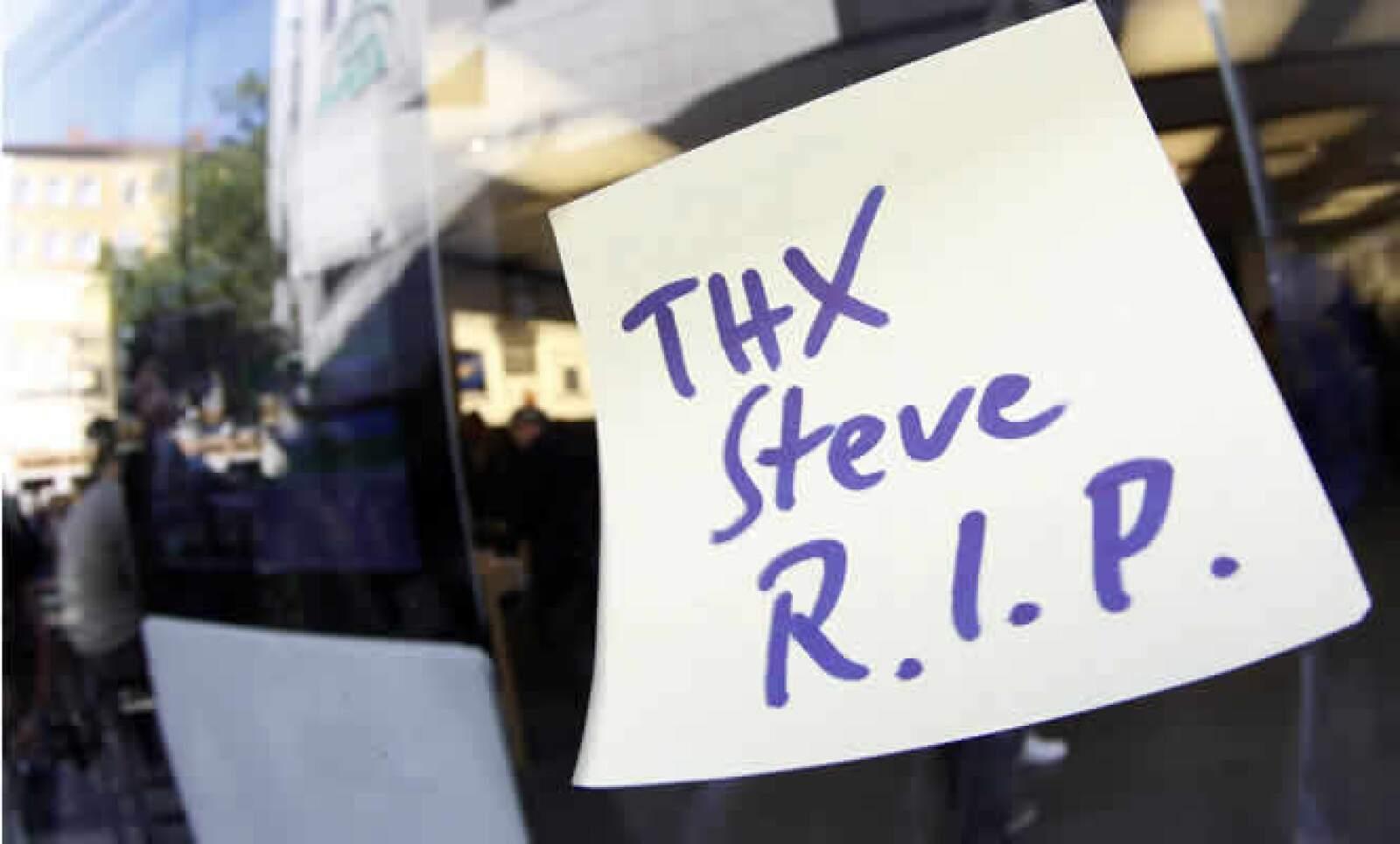 La muerte del genio que construyó de Apple ha tenido un impacto global. Aquí una nota a las afueras de una tienda en Munich, Alemania.