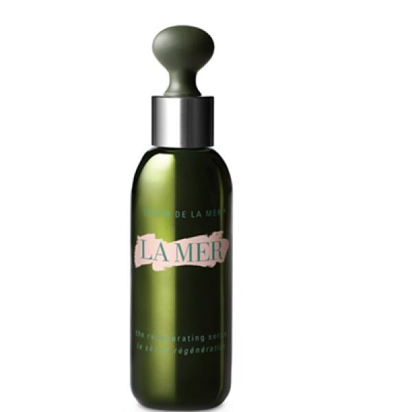 The Regenerating Serum es un producto que incluye un caldo a base de algas marinas, semillas de girasol, té de limón y otros ingredientes que ayudan a regenerar la piel.