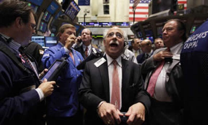 El oro pierde el impulso de la semana pasada, y caen tras haber alcanzado un máximo histórico el jueves pasado. (Foto: Reuters)
