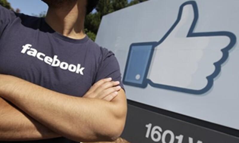 Las acciones de Facebook siguen sin recuperarse luego de las pérdidas que registraron el jueves. (Foto: Reuters)